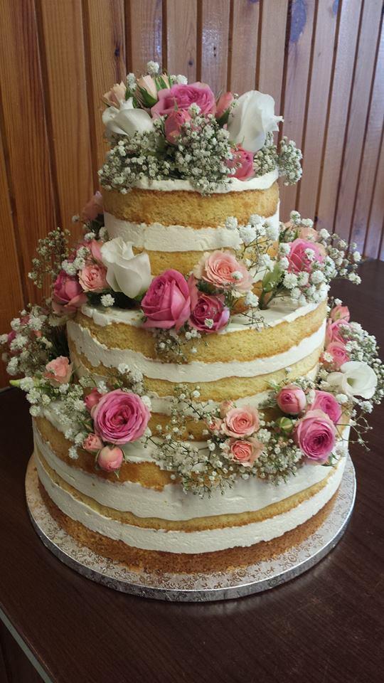 naked cake virágos díszítéssel